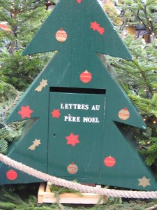 Lettres-pere-noel-puttheneedleoncord-CC-BY-SA-Flickr-225x300